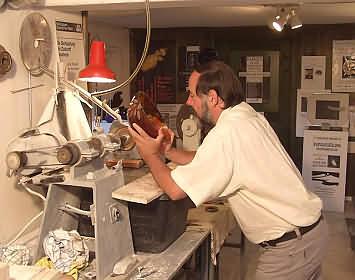 Klaus Büchler in seiner Werkstatt